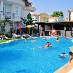 melek_apart_hotel_a_pool08_(medium)